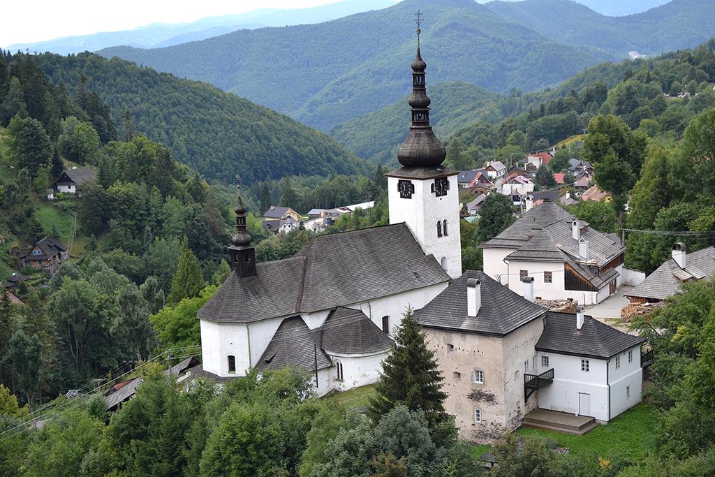 "<a href=""https://sk.wikipedia.org/wiki/Súbor:Špania_Dolina_kostol_14.jpg"" target=""_blank"">Zdroj: Wikipedia, Autor: Ľuboš Repta</a>"