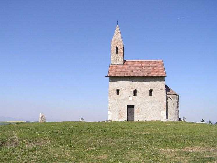 Románsky kostolík sv. Michala vDražovciach