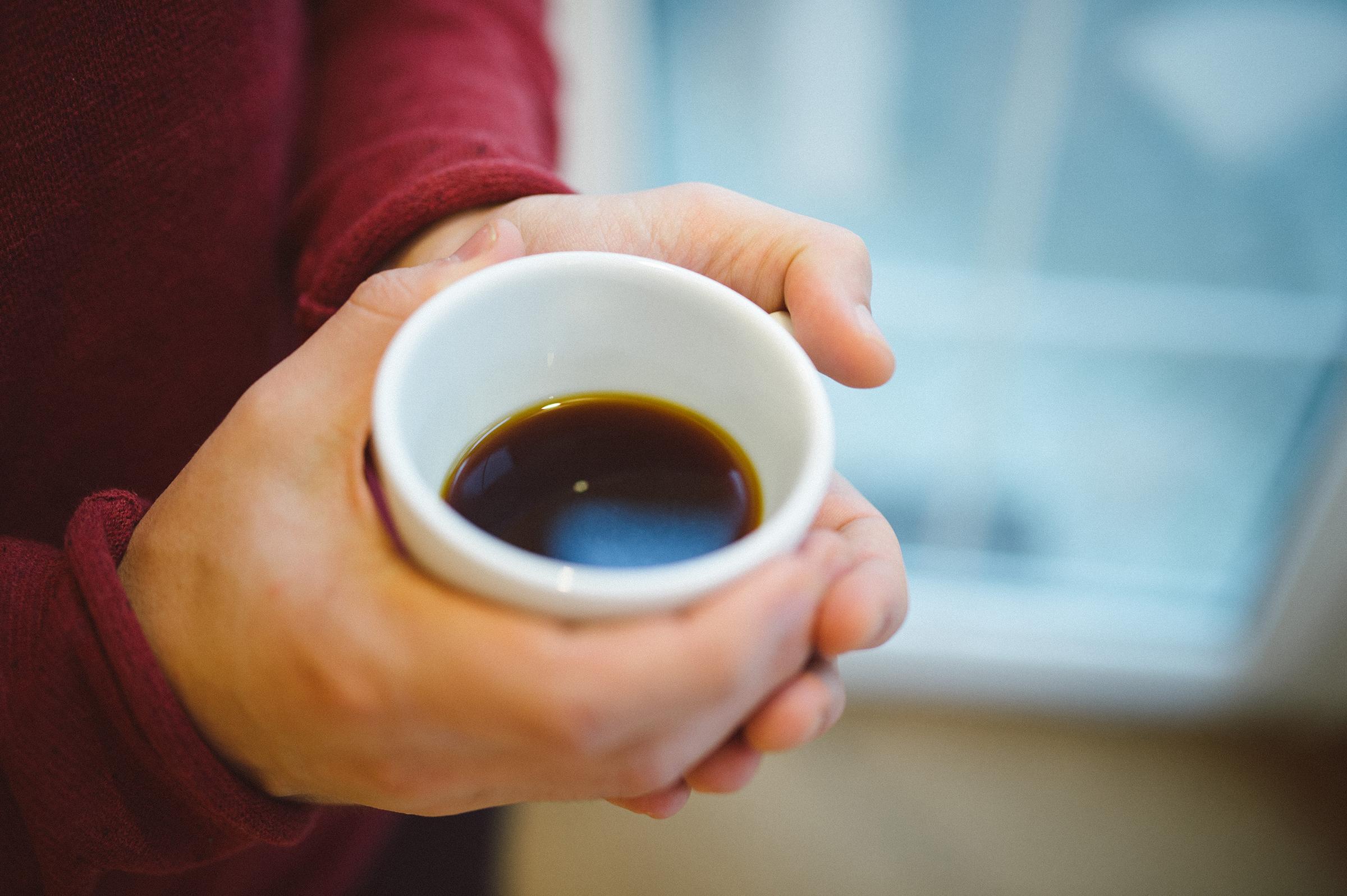 Šálka čerstvej kávy