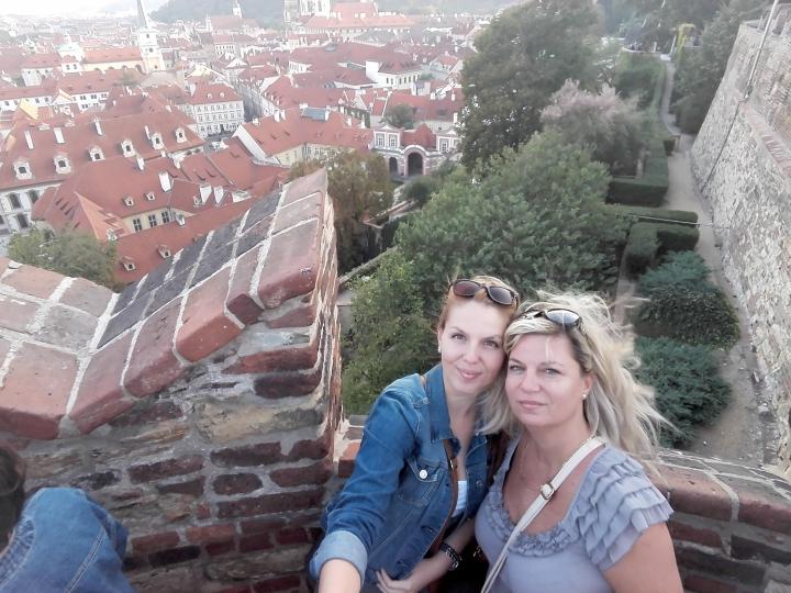 dcéra s mamou, strechy mesta
