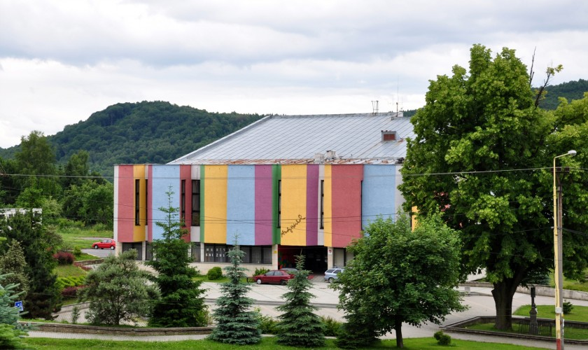 farebná budova