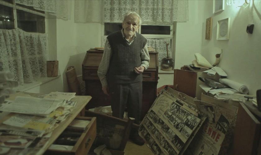 starček medzi fotografiami