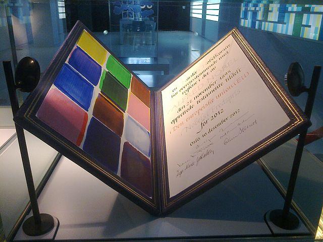 """[lnk url=""""https://commons.wikimedia.org/wiki/File:EU_Nobel_Peace_Prize_0.jpg?uselang=en-gb""""]Zdroj: Wikimedia CC 1.0, Autor: Kaishu Tai[/lnk]"""