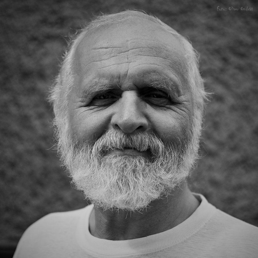 Jozef (68) je bývalý učiteľ dejepisu aslovenského jazyka vPoprade