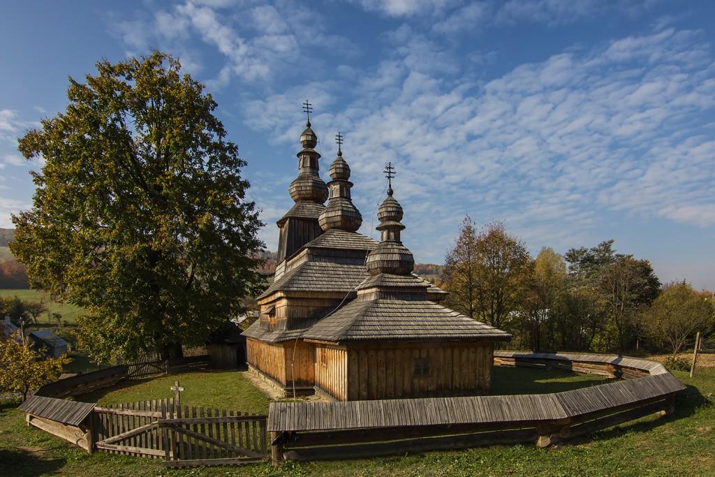 Najviac drevených chrámov je gréckokatolíckych, najviac sa ich postavilo v18. storočí na severnom Zemplíne osídlenom Rusínmi (na obrázku Miroľa)
