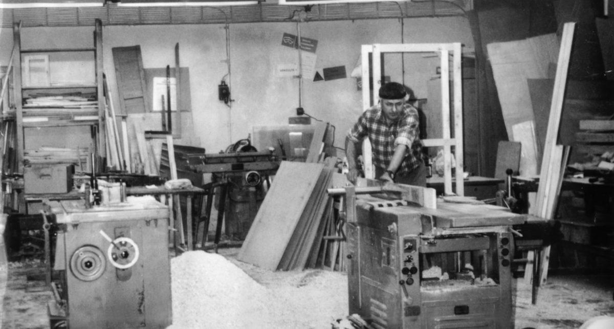 Zakladateľ Zoltán Posvancz v dielni (1970)