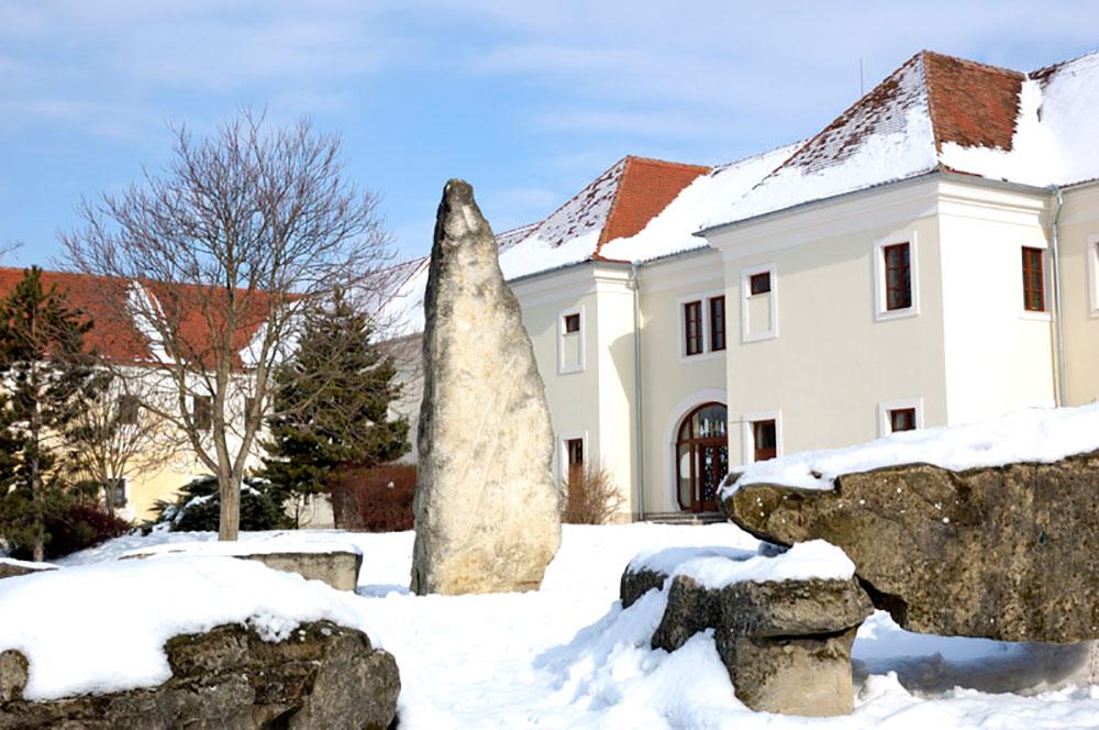 Holíčske megality