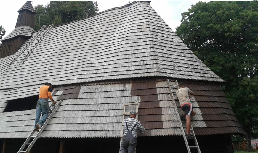 Vrámci projektu Obnova drevených chrámov sa počas leta 2015 pracovalo aj na kostolíku vTopoli