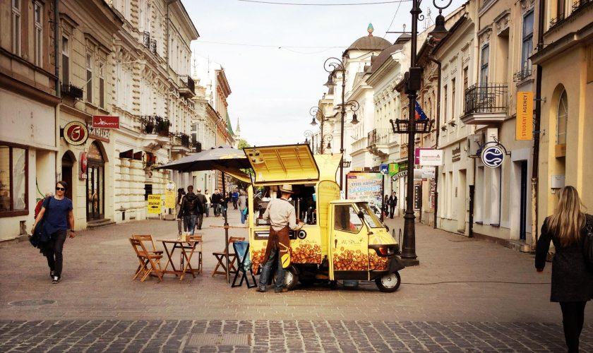 Pouličná kávička na Mlynskej ulici