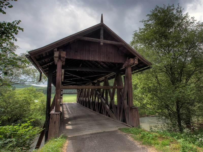 "[lnk url=""http://www.vypadni.sk/sk/dreveny-kryty-most-v-stefanskej-hute""]Zdroj: Vypadni.sk, Autor: Lubo Cmorej[/lnk]"