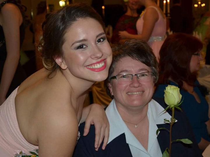 žena s mamou