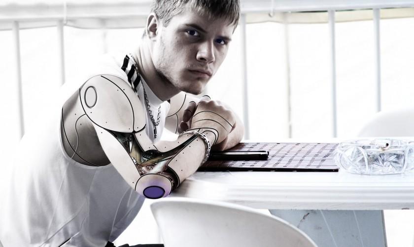 človek robot