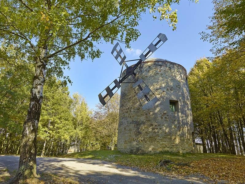 """[lnk url=""""http://www.vypadni.sk/sk/veterny-mlyn-v-holici""""]Zdroj: Vypadni.sk, Autor: Eduard Timko[/lnk]"""