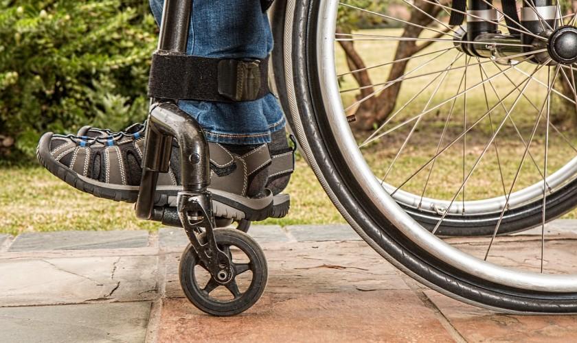 človek na vozíčku